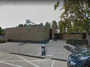Kerkklok Kerkcentrum Holy slaat vroeg in de ochtend op hol
