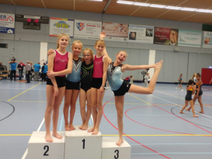 Meiden Leonidas-Dovido springen in Schiedam