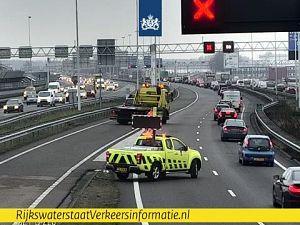 Drie auto's op elkaar bij Beneluxtunnel