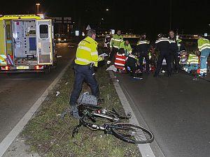Fietsster zwaargewond na aanrijding