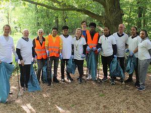 Jongeren maken samen met de burgemeester schoon