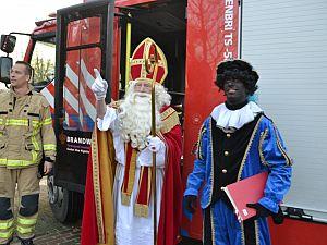 Sinterklaas als de brandweer naar OBS de Singel