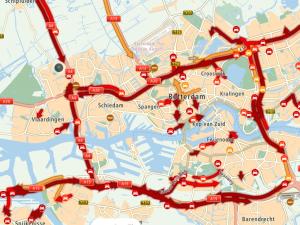Verkeersinfarct rondom Rotterdam na ongeval A15