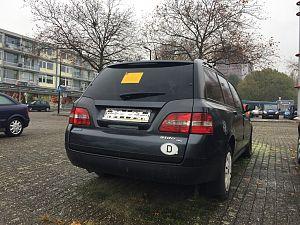 Auto zonder kenteken ook in Vlaardingen weggesleept