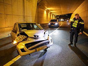 Automobilist verliest de macht over het stuur