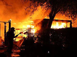 Forse brand op complex volkstuinen Vijfsluizen