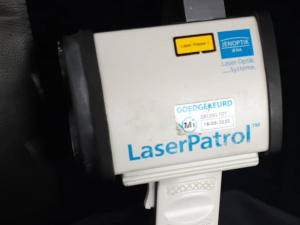 Agent lasert snelheidsovertreders Holysingel