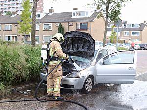 Rook onder dashboard wordt autobrand