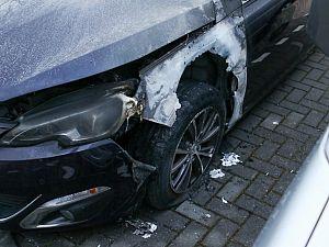 Auto ernstig beschadigd na brandstichting