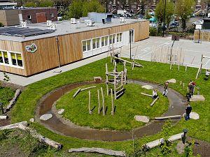 Spelen en leren in het groen op speelplein bij IKC 't Palet