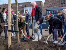 14 bomen geplant op Boomfeestdag