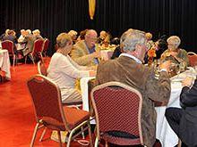 Eerste Gouden Jubileum Lunch voor 50-jarige bruidsparen