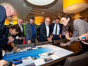 Wethouder ondertekent 'Energieperspectief 2050'