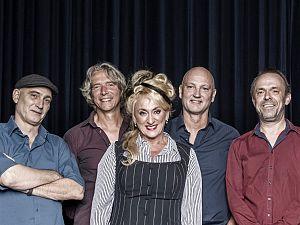 Voorstelling Karin Bloemen in Theater Koningshof