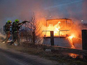 Bootje volledig in brand in de Zuidvliet