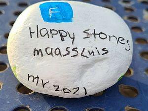 Kleurige steentjes houden Maassluis bezig