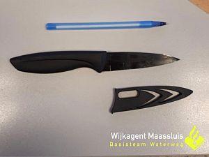 Betrapte winkeldief draagt mes bij zich