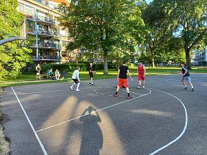 Einde seizoen nadert, maar basketballers gaan buiten door