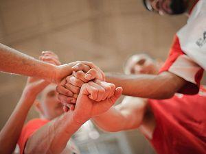 Teamsporten tot en met 26 jaar weer toegestaan