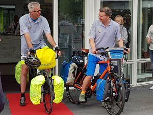 Argos-medewerkers fietsen naar Spanje