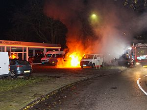 Twee taxibusjes in brand