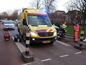 Scooterrijder gewond na botsing op wegversmalling