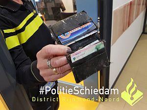 Opruimende burgemeester vindt portemonnee