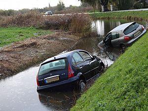 Auto na slip te water (2x)
