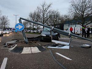 's-Gravelandseweg geblokkeerd na aanrijding