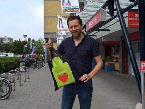 Nolenslaan geeft duizenden tassen weg aan vaste klanten