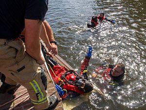 Brandweerman redt eigen dochters uit het water