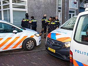 Grote politie-inzet op zoek naar taserwapen