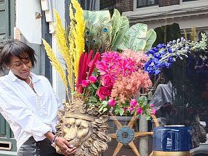 Iris de Jong begint winkel in zijden bloemen op Hoogstraat