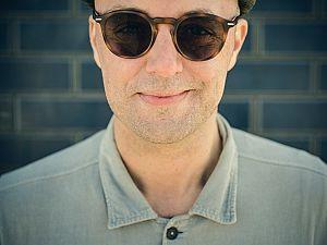 Singer-songwriter Niels Geusebroek terug in theater
