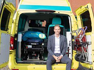 Zoon volgt vader op bij Stichting Ambulance Wens