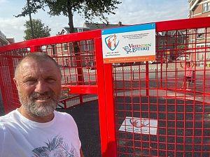 Nieuw sportcourt geopend door John de Wolf