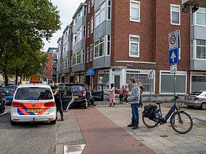 Auto rijdt achterop andere auto op Nieuwe Haven