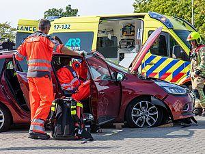 Auto kantelt, bestuurder gewond