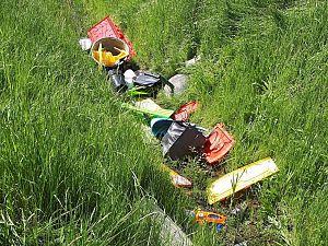 Afval gedumpt naast provinciale weg