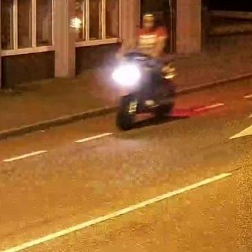 Politie zoekt scooterrijder