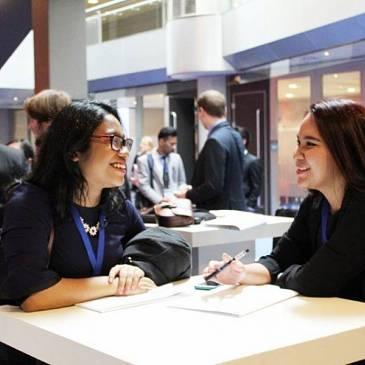 Studenten debatteren in MECC