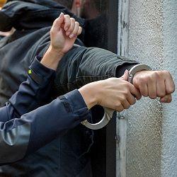 Mannen met vuurwapen in Maassluis aangehouden