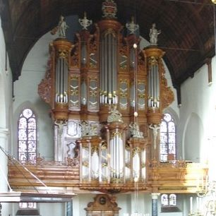 Organist Hayo Boerema bespeelt het Garrels-orgel