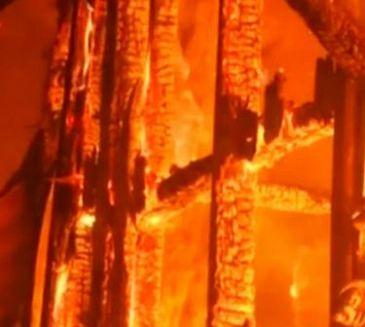 Man rent brandend huis in