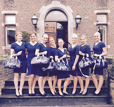Gastvrouwen in charmant blauw