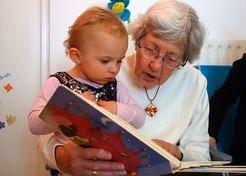 Opa's en oma's lezen kleinkinderen vaak voor