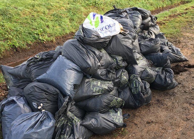 Afval gedumpt op Zuidbuurt