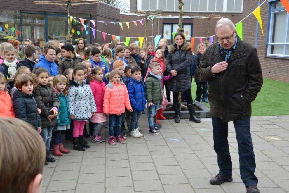 Vernieuwd schoolplein De Singel geopend