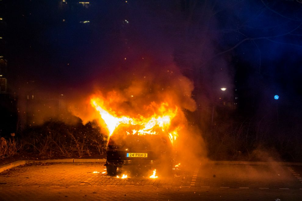 Personenauto uitgebrand