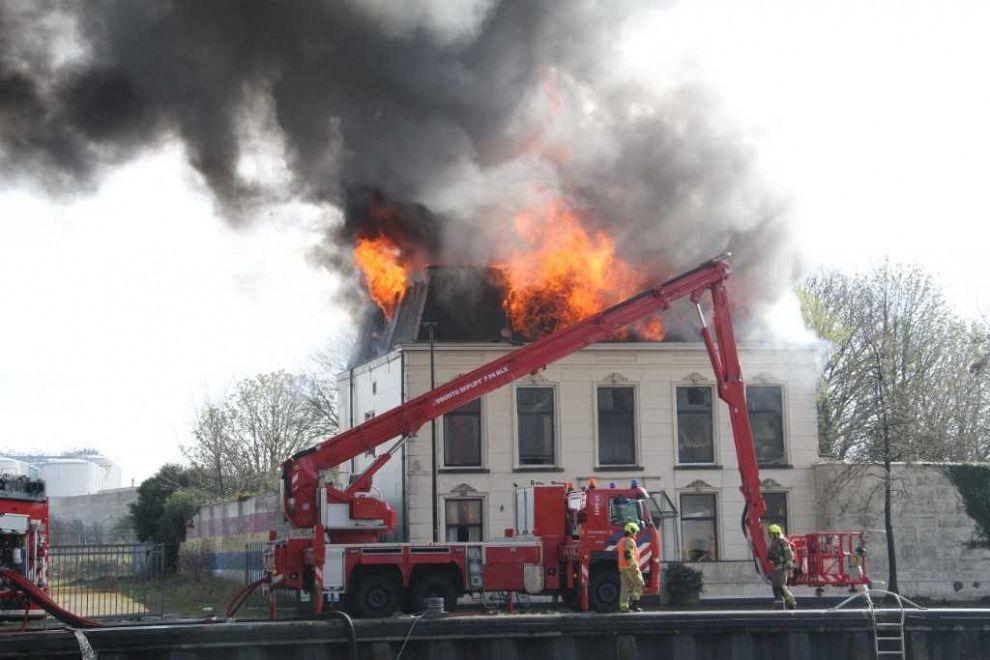 Woning Oosthavenkade in brand